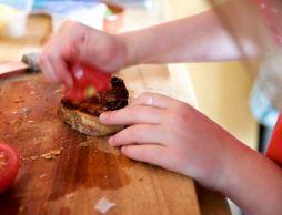 Squashing the tomato - Pan Con Tomate